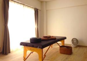 NAKO腰痛研究所のサロン風景